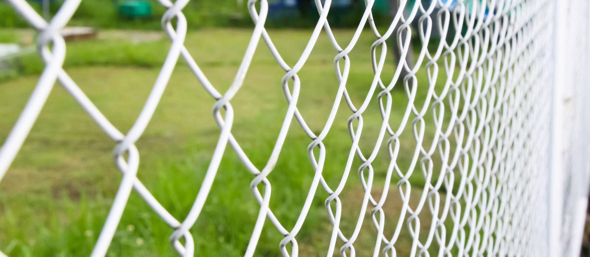 Metalouniverzal proizvodi sve vrste žičanih ograda.